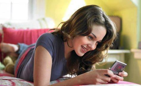 girl-reading-texts-and-smiling